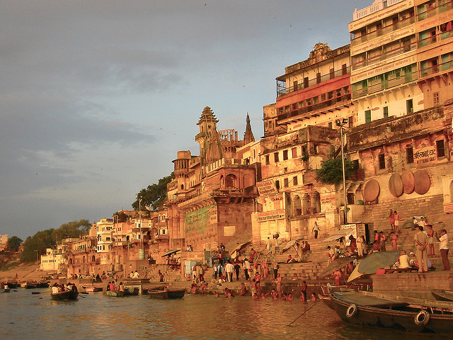Sunrise Varanasi | Photo: Richard IJzermans via Flickr